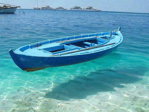 """图片频道-空中""""飞船"""" 水太清澈的后果"""