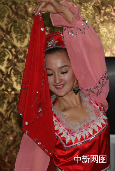 组图:魅力新疆之塔塔尔族舞蹈