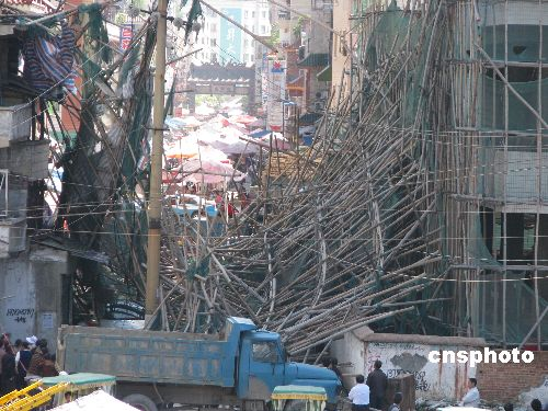 贵州桐梓建筑工地安全架垮塌 幸无人员伤亡