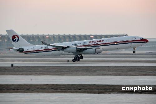 图:上海浦东国际机场第三跑道试飞成功