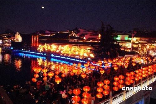 图:元宵节南京夫子庙灯会进入高潮