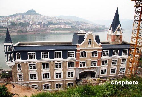欧式建筑,流性线条,科教寓意及环保黑板