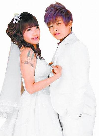 女婚纱_女粉丝穿白色婚纱向华仔求婚刘德华:我结婚了但我会一直爱大家