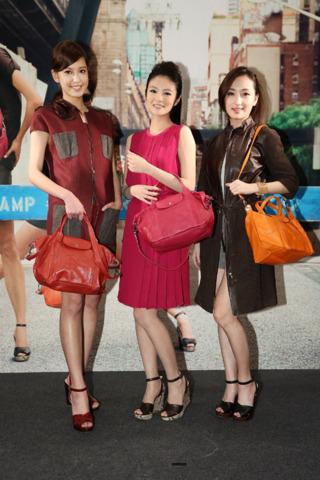 偶像剧三姝化身Longchamp超模秀包包