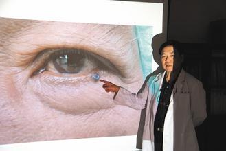 台一农夫眼睑长黑痣诊断为癌症或日晒所致(图