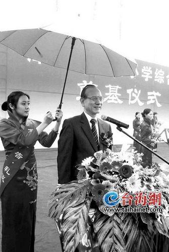 林丰正回大陆谒祖 祖籍地为漳浦攀龙村