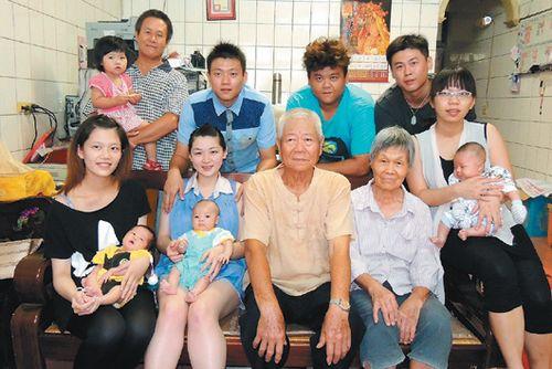台湾苗栗四代同堂:3名媳妇同一个月生下3个孩子