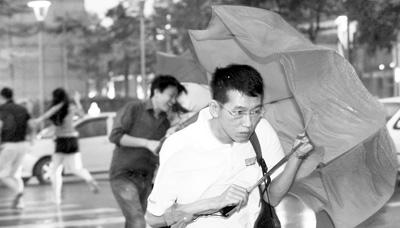 """台风""""苏力""""重创台湾造成4人死亡123人受伤(图)"""