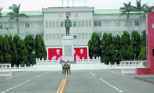 台湾陆军司令部爆丑闻士兵偷拍女军官洗澡(图)