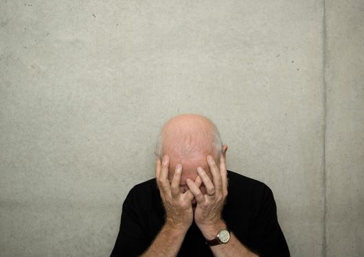 妻子诉离婚失业男子痛哭称已30年没掉过1滴眼泪