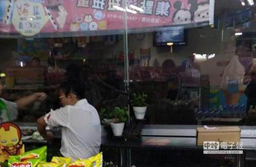 台湾一初中生持刀随机砍人称关进监狱人生比较轻松