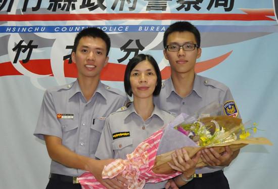 """台湾一四口之家都是警察堪称""""警察家族""""(图)"""