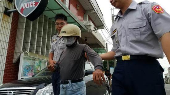 台湾男子不爽喝酒被唠叨拿石头砸死85岁老母(图)