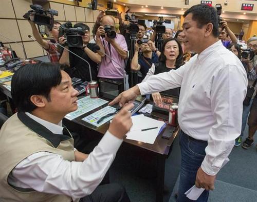 台南议会质询口角赖清德与议员爆发激烈冲突