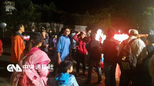 新北64名小学生登山受困今凌晨获救无人伤亡