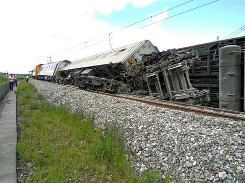 台铁翻覆推给高温专家:以后坐火车都要赌运气?