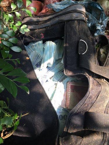台银行盗领案剩余2000万现金在公园垃圾堆寻获