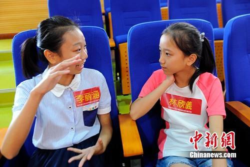 广西籍陆配组团率儿女回乡寻根寻找创业机遇