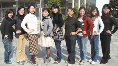 小学女老师穿凉鞋的美女高中女老师好美的身材