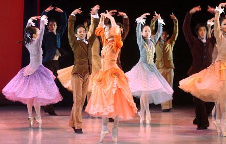 很美的裸体芭蕾(成人级)_组图裸体芭蕾登上舞台