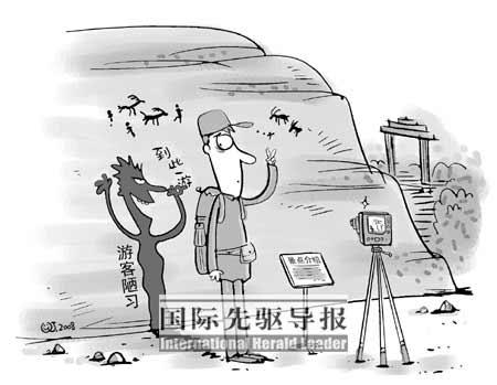 """""""垃圾桶在此"""",""""请便后冲水""""等一些专为中国大陆游客准备的中文提示,却"""