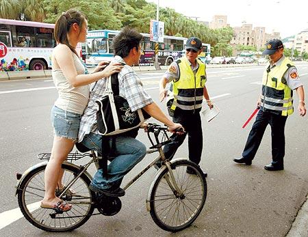 图:自行车台北街头违规