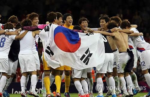 韩国国奥男足在伦敦奥运夺得铜牌.图片来源:韩联社.