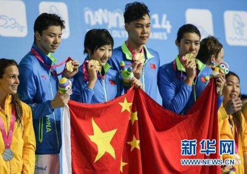 奥运冠军惊艳亮相青奥游泳比赛中国摘混合接力金牌