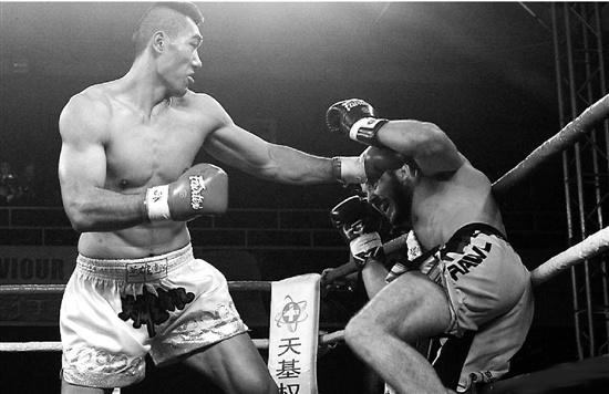 中国拳坛冒出2.13米大个 之前曾练散打摔跤(图)