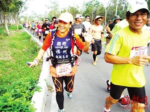 福州阿姨奔波台湾三个地区一天跑完三个马拉松