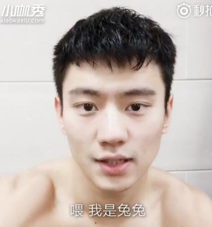 宁泽涛赤裸上身录制视频扮小兔子嘟嘴卖萌(图)
