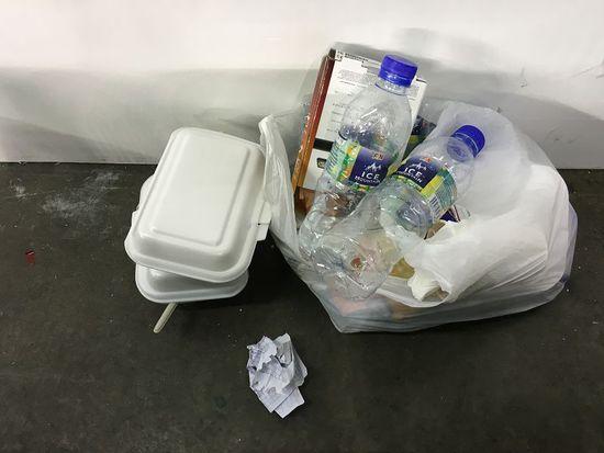 吐槽世乒赛:隔夜饭无人清理塑料大棚当训练馆
