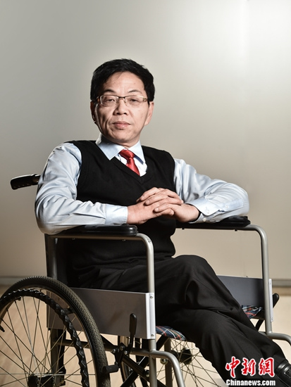 """""""轮椅棋王""""书写手谈传奇以信仰站立于纹枰(图)"""