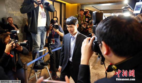 韩媒:李世石三天用三种布局策略一点胜AlphaGo