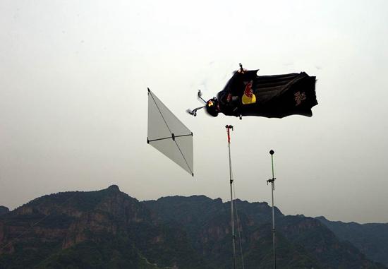 杰布翼装飞行黄崖关长城穿靶挑战在即欲创新纪录