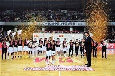 首钢女篮连夺3冠 主帅张云松用风度与魅力激励队员