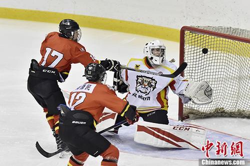 俄罗斯代表队获2018中俄城际冰球联赛首战冠军