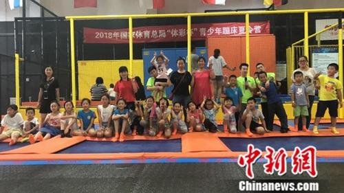青少年蹦床夏令营在京开营300名小选手参与