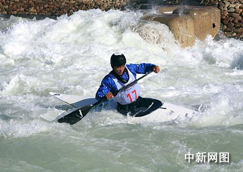 图为运动员在十一运皮划艇少年比赛回旋中的精彩瞬间.党正林摄激流排球all影山图片