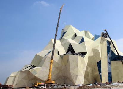 河北高碑店建世界最高体积最大人工攀岩设施