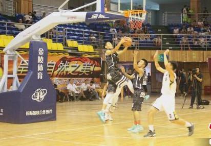 新疆青少年篮球赛冠亚军争夺战在焉耆激情上演