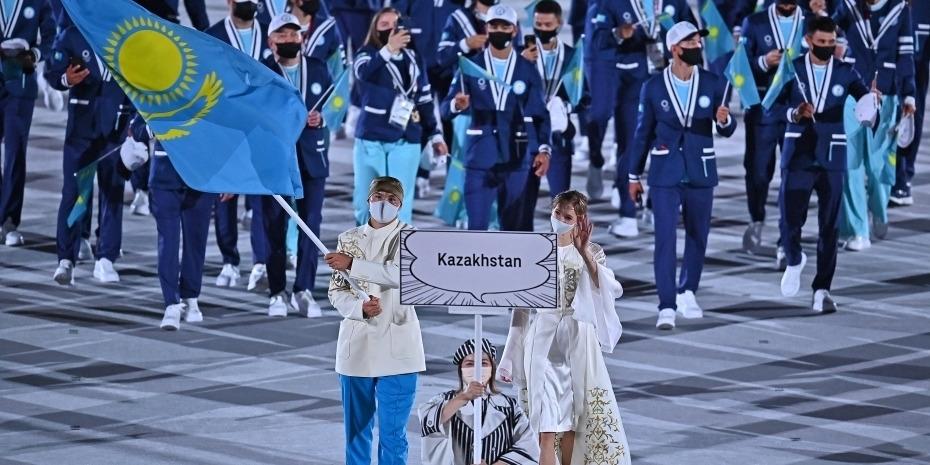 2020东京奥运会开幕式举行 哈萨克斯坦女旗手颜值瞩目