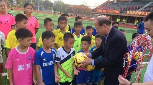 粤港澳大湾区足球冠军赛香港与梅州1比1言和 贝钧奇出席