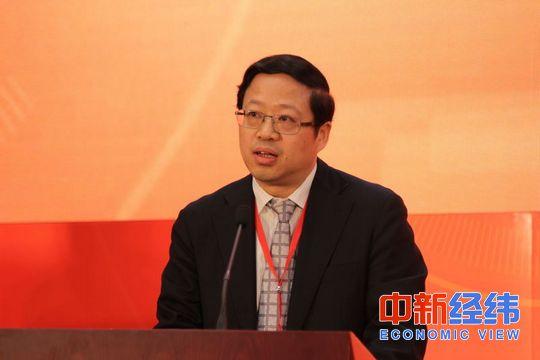 4月8日,国家发展改革委综合司司长丛亮在第二届中国新常态经济发展高层论坛上讲话。 潘世杰/摄