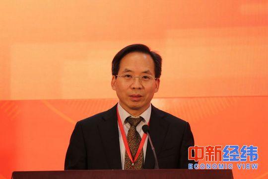 4月8日,中国财政科学研究院院长刘尚希在第二届中国新常态经济发展高层论坛上讲话。 潘世杰/摄