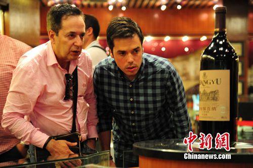 西班牙葡萄酒专业人士访问张裕:国际葡萄酒城令人震惊