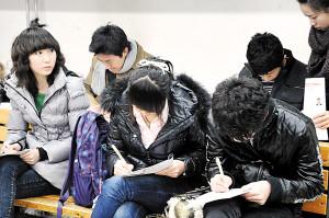 电影学院招生首日考生踏破门槛 考试流程曝光