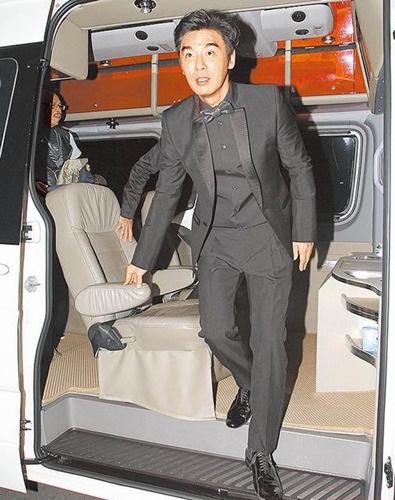 """钟镇涛谈""""东成西就2011""""角色:演自己不容易"""