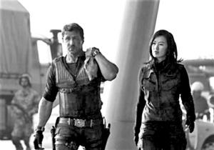 余男/将于今年8月在北美上映的好莱坞动作大片《敢死队2》,云集了...