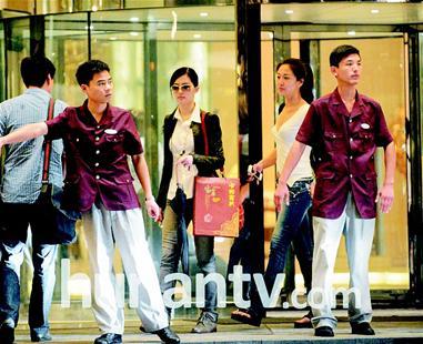 刘亦菲约会曾轶可出游被拍两人在酒店欢聚(图)
